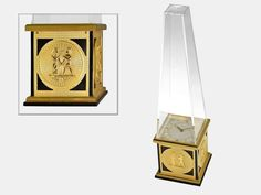"Table clock: Decorative and rare Le Coultre table clock ""Obelisk"", 8-day-movementLength ca. 23.5cm, base ca. 6.5 x 6.5cm, gold-plated metal ..."