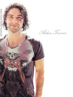 Aidan Turner Brasil - https://www.facebook.com/498187100230401/photos/a.498190766896701.1073741826.498187100230401/744161378966304/?type=1&theater