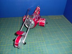 Can Craft Models From Sodaplanes Coke Can Crafts, Beer Can Art, Tin Can Art, Aluminum Can Crafts, Coca Cola Can, Bottle Cap Art, Pop Cans, Scrap Metal Art, Airplanes