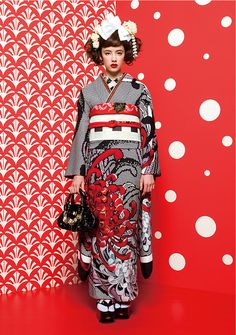 Kimono Nagoya Source by Minzfraeulein giapponesi Kimono Yukata, Moda Kimono, Kimono Dress, Kimono Style, Traditional Kimono, Traditional Dresses, Japanese Fabric, Japanese Kimono, Kimono Tradicional