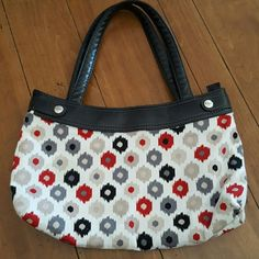 Thirty-One Tribal dot Skirted bag RARE print Comes with skirt ahown Can be changed to different prints This one is a rare print, hard to find  ?NO LOWBALL OFFERS ? NO NEGOTIATING OVER COMMENT,  USE OFFER BUTTON ? NO TRADES Thirty-One  Bags Shoulder Bags