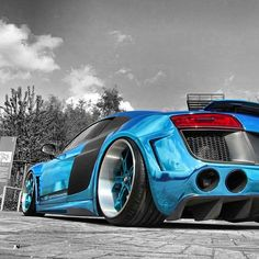Electrifying Blue Audi R8 stunning!