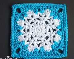Let It Snow Granny Square | They say every snowflake is unique, and so is this granny square pattern.