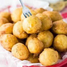 These sweet corn fritters are crisp and golden on the outside, and warm and soft on the inside. They taste like delicious balls of cornbread heaven! Creamed Corn Fritters Recipe, Cream Corn Fritters, Sweet Corn Fritters, Corn Fritter Recipes, Baking Recipes, Snack Recipes, Snacks, Dinner Recipes, Corn Nuggets Recipe