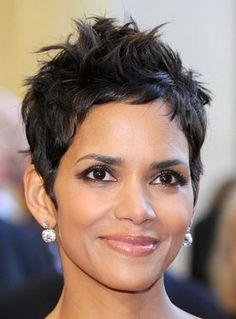 Halle Berry Short Hairstyles halle berry pixie hairstyle Pixie Haircut Halle Berry