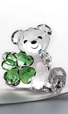 Bo Bear & Kris Bear Swarovski Crystal this one's for me since I'm a… Swarovski Crystal Figurines, Swarovski Crystals, All Things Crystal, Crystal Gifts, Perfumes Vintage, Vases, Glass Figurines, Glass Animals, Crystal Collection