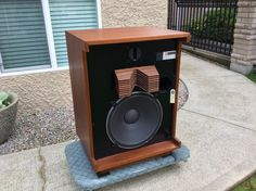 Selling a set of extremely rare JBL 4333 all alnico studio monitors. They have been painstakingly restored. I don't want to sell but working on a new JBL build. The price is inline with KENRICK sound and so is the quality. From new grills , hardware, foil calls, cork gaskets, foams,veneer, paint,...