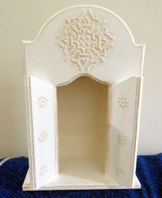 Oratório em madeira MDF. http://www.elo7.com.br/oratorio-branco-e-dourado/dp/4E86CC
