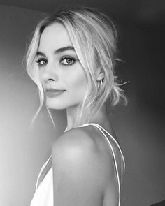 Margot Robbie Daily — Margot getting ready for the Australian Premiere. Formal Hairstyles, Up Hairstyles, Wedding Hairstyles, Loose Hairstyle, Simple Hairstyles, Men's Hairstyle, Everyday Hairstyles, Straight Hairstyles, Braided Hairstyles