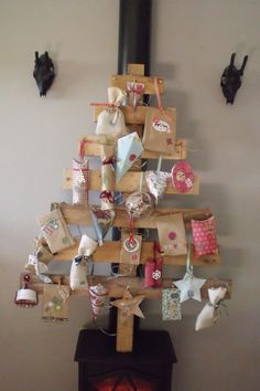 Archives des Noël - Page 4 sur 8 - Pop Couture All Things Christmas, Christmas Presents, Christmas Holidays, Christmas Crafts, Christmas Decorations, Xmas, Holiday Decor, Christmas Ideas, Wooden Play Kitchen