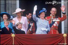 Diana, William et Harry avec la famille royale au balcon de Buckingham pour le 65e anniversaire de la reine Elizabeth II, le 21 avril 1989