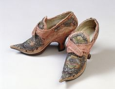 Shoes, 1720, Upper: silk salmon; damask; band: silk lining: white kid leather; Sole: Leather. - Embroidery: silver metal thread; Blasting Techniques: silk, multicolored, needle painting, Germanischen Nationalmuseum Nürnberg | Objektkatalog