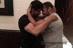 """Salman Khan gives """"Sultan-Style Birthday HUG"""" to Shah Rukh Khan Shahrukh Khan, Sultan Salman Khan, Bollywood Stars, Bollywood News, Bollywood Updates, Vintage Bollywood, Hugs, Lgbt, Birthday Hug"""