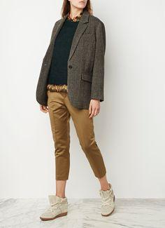 <p>Deze tijdloze blazerjas van Isabel Marant Étoile is uitgevoerd in een luxe wolkwaliteit en is voorzien van een boyfriend fit voor een quasi nonchalante look. Bijzonder is het gemêleerde dessin, dat ontstaan is vanuit zwarte, grijze, bruine en blauwe tinten. De blazer heeft enkel gevoerde mouwen, waardoor het item perfect is voor het tussenseizoen. Stijl af over een blouse en trui voor een stijlvolle, gelaagde look.</p><p>De eerste Isabel Marant Étoile collectie werd gelanceerd in 2000 en…