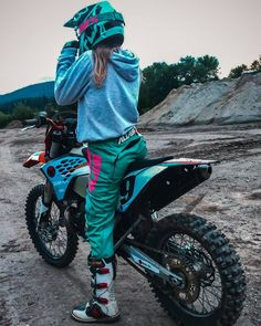 Effective pictures that we offer via offroad camper A quality picture can . - Effective pictures we offer through offroad camper A quality picture can tell you many things. Motocross Couple, Motocross Girls, Bike Couple, Motocross Gear, Motorcross Bike, Motorbike Girl, Dirt Bike Girl, Fille Et Dirt Bike, Cool Dirt Bikes