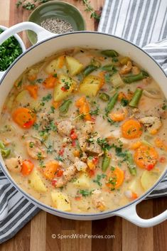 Chicken Stew Recipes Tender chicken and vegetables in a savory chicken broth. Beef Soup Recipes, Stew Chicken Recipe, Healthy Soup Recipes, Ground Beef Recipes, Chicken Recipes, Cooking Recipes, Recipe Stew, Dinner Recipes, Chicken Chili