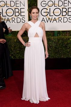 Emily Blunt in Michael Kors and Lorraine Schwartz jewelry Golden Globes 2015: Fashion—Live from the Red Carpet – Vogue