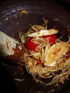 How to make tum mark hoong - Thai north eastern  spicy green papaya salad recipe #7