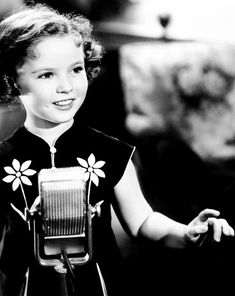 """Shirley Temple """"Rebecca of Sunnybrook Farm"""" Hollywood Heroines, Hollywood Icons, Classic Hollywood, Old Hollywood, Hollywood Stars, Child Actresses, Child Actors, Divas, Temple Movie"""