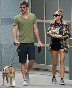 Miley Cyrus & fiancé Liam Hemsworth
