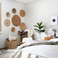 Beautify Your Interior Decor with Boho Wall Art: Elegant boho style beautifying ideas of interior designing creates a warm atmosphere in the room. Bohemian Decor, Boho Chic, Modern Baskets, Look Boho, Boho Style, Design Brochure, Design Poster, Bed Wall, Design Furniture