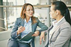 Emotionale Intelligenz wird für Arbeitgeber immer wichtiger, so ist es nicht verwunderlich, dass bereits im Vorstellungsgespräch einige Fragen genau darauf abzielen...