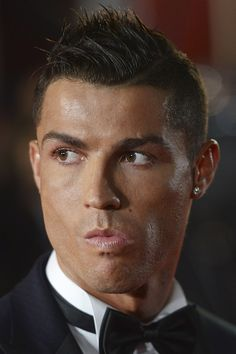 Cristiano Ronaldo attends the World Premiere of 'Ronaldo' at Vue West End on November 9 2015 in London England Cristiano Ronaldo Shirtless, Cristiano Ronaldo Style, Cristano Ronaldo, Ronaldo Football, Ronaldo Juventus, World Best Football Player, Soccer Players, Ronaldo Pictures, Portugal National Football Team