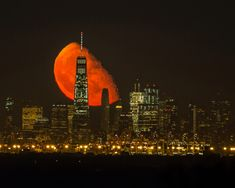 Stunning picture of Manhattan skyline showing the moon glowing BLOOD RED as it looms large over the new World Trade Cent Red Moon Rising, Moon Rise, World Trade Center Buildings, Blood Red Moon, Twitter Header Photos, Twitter Headers, Manhattan Skyline, Tumblr, Angels In Heaven