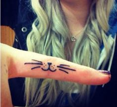 40 Awesome Finger Tattoos (only some are awesome)