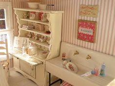 Dollhouse Minis: Cynthia's Summer Rose Cottage