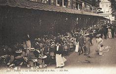 Les cafés et restaurants du Paris d'antan - La terrasse du Café de la Paix. Une belle collection de chapeaux... (carte postale, vers 1900)