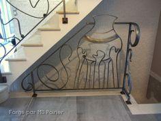 Qui connait le Roi Ghezo et sa jarre trouée aimera la ferronnerie de MS poirier. #Barrière #Garde-corps #ferronnerie #Moderne Art Nouveau, Creations, Stairs, Home Decor, Iron Stair Railing, Wrought Iron Stairs, Modern Stair Railing, Modern Staircase, Handstand
