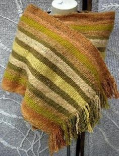 Chal a telar (Chile) Textiles, Loom, Shawl, Projects To Try, Weaving, Blanket, Knitting, Crochet, Closure Weave