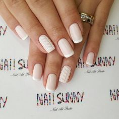 With winter quickly approaching, we can already imagine sitting by the fireplace and sipping hot apple cider—while holding the cup with our beautiful cable knit nails, of course.Check out some of the coziest cable knit nail photos below。 Wedding Day Nails, Nail Photos, Sweater Nails, Rose Gold Nails, Healthy Nails, Super Nails, Accent Nails, Cute Nail Designs, Beautiful Nail Art