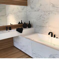 """Kari Haugsrud on Instagram: """"Omg!! I want IT like that🙌🏼🙌🏼😍 Cred: @vvseksperten  For ett baderom, elsker servanten, badekaret og løsningen, kranene, marmor og treverk…"""""""