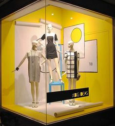 See more ideas about winter window display, christmas window display and ch Winter Window Display, Window Display Retail, Retail Windows, Store Windows, Visual Display, Display Design, Shop Interior Design, Retail Design, Visual Merchandising