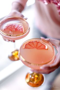 Think of everything you can perform with a wonderful box of gin, allow me to share 20 delicious and easier gin situated cocktails. Cocktails Bar, Summer Cocktails, Cocktail Drinks, Cocktail Recipes, Alcoholic Drinks, Beverages, Gold Drinks, Prosecco Cocktails, Brunch Drinks