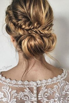 We have collected wedding ideas based on the wedding fashion week. Look through our ga We have collected wedding ideas based on the wedding fashion week. Look through our gallery of wedding hairstyles 2020 to be in trend! Messy Wedding Hair, Wedding Braids, Elegant Wedding Hair, Boho Bridal Hair, Bridal Bun, Bridal Braids, Bridal Hair Side Swept, Boho Bridesmaid Hair, Hairstyle Trends
