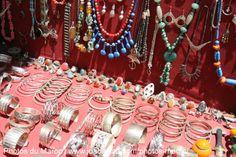 Bijouterie à vendre dans les rues d'Essaouira