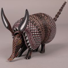 oaxacan_wood_carving_armadillo_maria_jacobo_angeles_01__91858.1390733388.1280.1280.JPG (1280×1280)