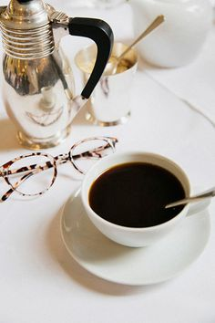 birdcagewalk:  dustjacketattic:morning coffee | by park & cube