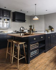 Major Sunday #kitchenInspo from our new Mill House Kitchen. This wonderfully opulent black kitchen just oozes style. It's the perfect place to showcase all of our latest design ventures, from Steph's solid cast brass handles, to our crackle glaze ceramic pendant light to the now famous Bum Stool. Simple things, beautifully made has always been our ethos here at deVOL, so it makes sense that all the little details are just as well-designed and expertly made as our cupboards. #deVOLKitchens