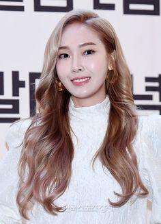 Jessica đẹp nhưng khổ vì phấn son khi nhiều lần tự dìm mình vì đánh nền trắng quá lố - Ảnh 2. Taeyeon Jessica, Jessica & Krystal, Jessica Lee, Kim Hyoyeon, Krystal Jung, Kpop Girl Groups, Kpop Girls, Girls Generation, Exo Red Velvet