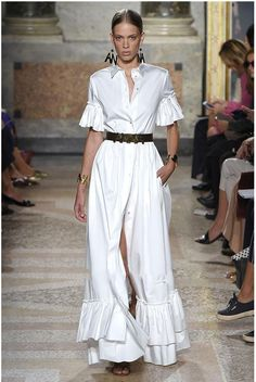 Here are some ideas I curated straight off the runway which show us the trendiest way to wear an all white outfit. All white outfit inspiration straight off the runway. designer couture ready-to-wear fashion week 2019 2020 vintage fashion Source by The Dress, Dress Skirt, Shirt Dress, Dress Long, Casual Dresses, Fashion Dresses, Summer Dresses, Dresses 2016, Maxi Dresses