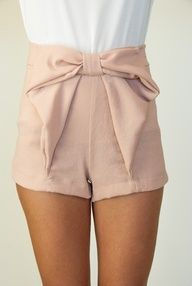 Narrow waist bow shorts, perfect for Spring