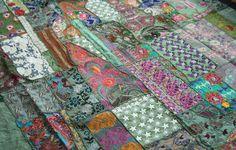 Indien Patchwork Tagesdecke Bettüberwurf vintage Sari bunt orientalisch grün von TheShantiHome auf Etsy