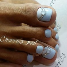 Summer is about to over so we wanted to gather the best toe nail art ideas that can inspire you this month. Different colors and nail designs can be. Pretty Toe Nails, Cute Toe Nails, Glam Nails, Beauty Nails, Pedicure Nail Art, Toe Nail Art, Toenail Art Designs, Pedicure Designs, Pedicure Ideas