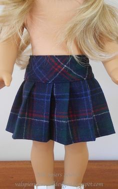Free doll clothes pattern tutorial for a pleated skirt. Fits American girl doll.