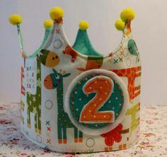 Corona de Cumpleaños!! / Cosetes de Marta - Artesanio Ideas Cumpleaños, Birthdays, Parties, Crown, Birthday Crowns, Hair Clips, Head Bands, Felting, Dressmaking