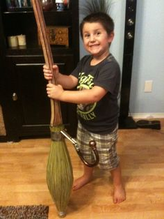 Build your own Harry Potter quidditch broom (Hardware Build)...so neat. and I got to say... this kid's face is priceless and would be me if this happened :P
